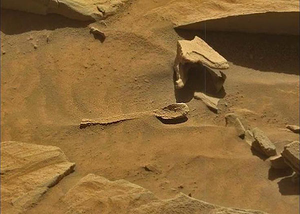 ufo-hunters-think-theyve-found-a-giant-spoon-on-mars